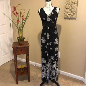 CHAPS Black & White Print Maxi Dress. Size Small